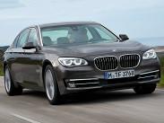 """BMW седьмой серии -- самый """"доступный"""" автомобиль в классе, не считая корейцев. Версия 730i с мотором мощностью 258 сил стоит 3 миллиона 400 тысяч рублей, а дизельная модификация 730d той же мощности обойдется на 300 тысяч дороже. Версии 740i и 740d (они уже строго полноприводные) развивают 320 и 313 сил, цена -- 4 миллиона 150 тысяч и 4 миллиона 300 тысяч соответственно. Мощная BMW 750i xDrive оценена в 4 миллиона 700 тысяч, а двенадцатицилиндровая 760i -- минимум в 6 миллионов."""